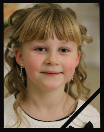 В Дунаевцах сегодня прощаются с ребенком, которая погибла от взрыва