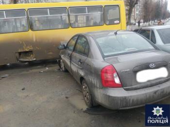 В Каменце-Подольском в ДТП попали две легковушки и маршрутка с пассажирами